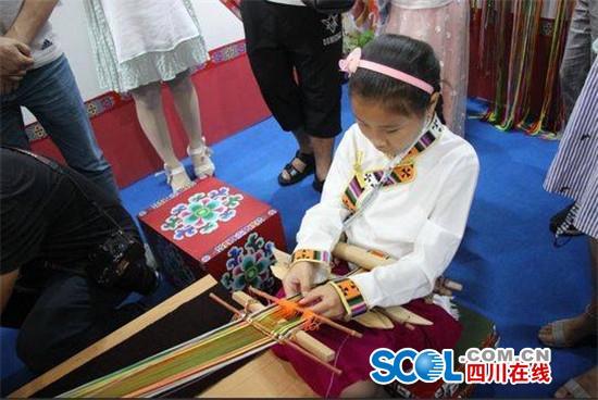 展演余人9000师生省第九届中小学生情趣参演艺术椅v余人图片