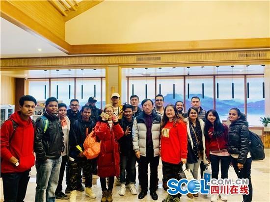 成都国际教育机构赴洪雅县开展生态文化交流活动